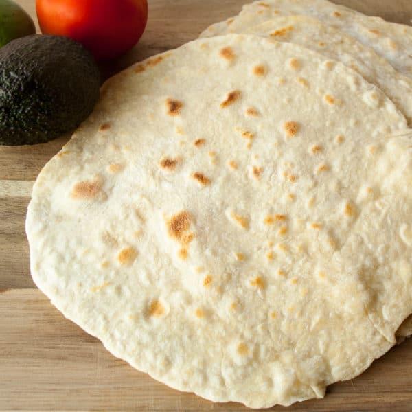 Receta de tortillas de harina caseras en Delectable, www.delectablecookingandbaking.com