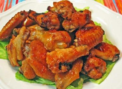 Receta de alitas de pollo glaseadas con Sriracha de albaricoque