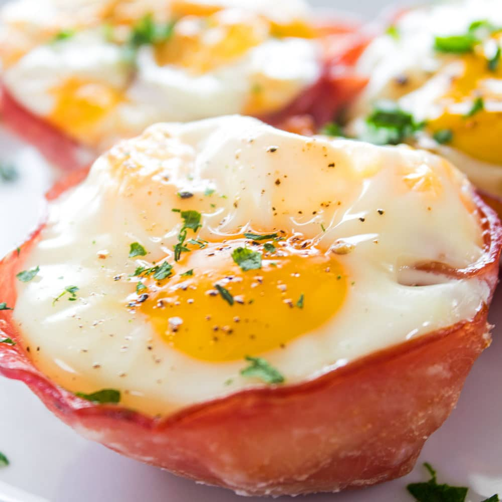 Fun and easy to make, these Cheesy Ham and Egg Baskets are a great breakfast to go!