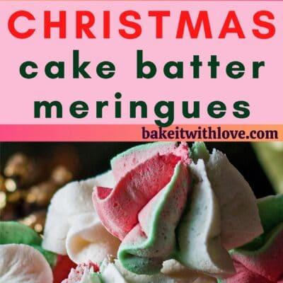 دبوس طويل مع صورتين لعجينة كعكة الكريسماس ومقسم النص.