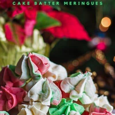 pasador vertical con imagen recta de merengues de masa de pastel de Navidad y superposición de texto.
