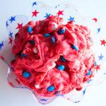 Kue Masak Kek Cherry Chip dengan Gula-gula Putih dan Biru Merah di Delectable, www.delectablecookingandbaking.com