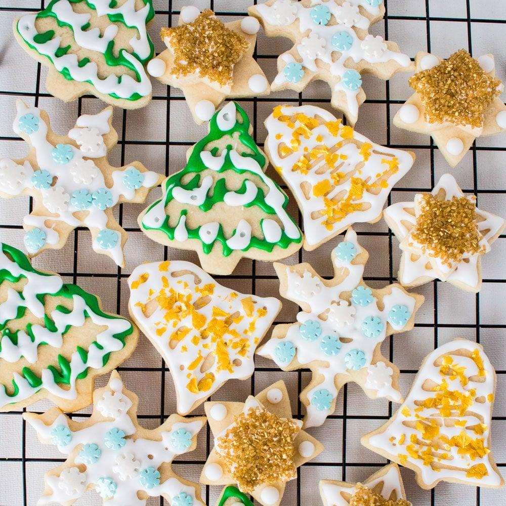 Valset, kølet og skåret ud sukkerkager fra vores yndlingsprøvede og ægte Vintage Betty Crocker traditionelle rullesukkerkager