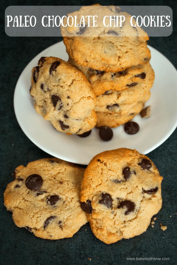 Paleo Chocolate Chip Cookies er en super måde at tilfredsstille dine 'søde' trang på!