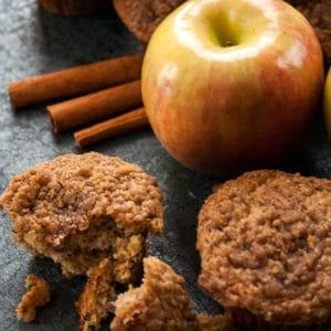 مافن التفاح والموز مع الستروسل