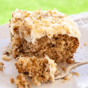 كعكة بريشر (بريشرز ديلايت) مع كريمة الجبن فروستينج
