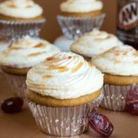 Root Beer Cupcakes dengan Frosting Cream Soda Buttercream