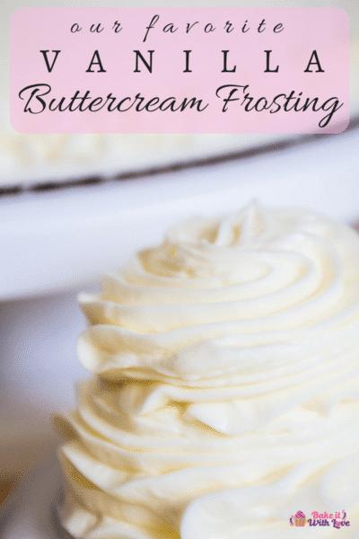 Receta de glaseado de crema de mantequilla de vainilla que no solo es rápida y fácil de hacer, ¡sino también nuestro glaseado favorito y más versátil de todos los tiempos!