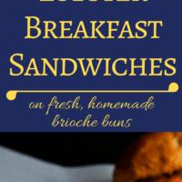 ¡Un increíble sándwich de langosta para el desayuno con huevos revueltos cremosos, espárragos y langosta en un panecillo de sándwich de brioche recién hecho!