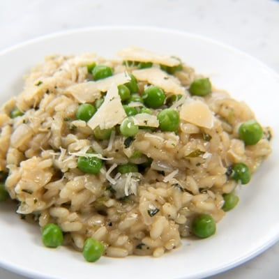 Gordon Ramsey Fresh Pea & Mint Risotto copycat is a super tasty risotto infused with mint flavor and studded with fresh peas!