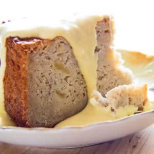 ¡El sabroso pastel de manzana irlandés con salsa de natillas de vainilla será el favorito de toda la familia!