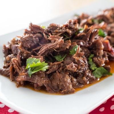 Napakadaling Instant Pot Chipotle Barbacoa Beef Cheeks na gumagawa ng pinakamahusay na mga taco ng baka kailanman !!