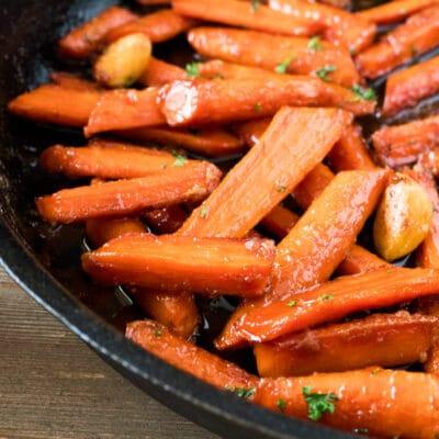 Stekpanna Brunt socker glaserade morötter
