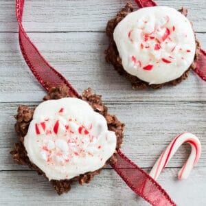 Chokolade-pebermynte No Bake Cookies er en hurtig og nem festlig feriekage til jul