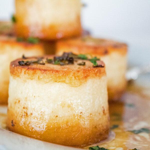 Klassiske cremede fondant kartofler er ikke bare fantastiske, men også de mest guddommelige kartofler, du nogensinde har haft
