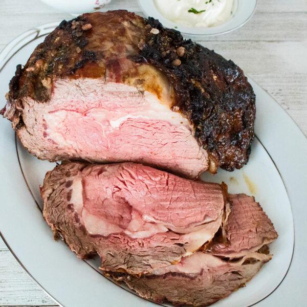 Peberrodsristet hvidløg Crusted Prime Rib Roast er en smagfuld kombination til den mest perfekt ristede julen prime rib middag.