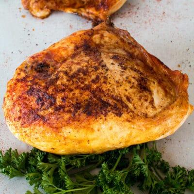 Pechugas de pollo partidas al horno (con hueso)