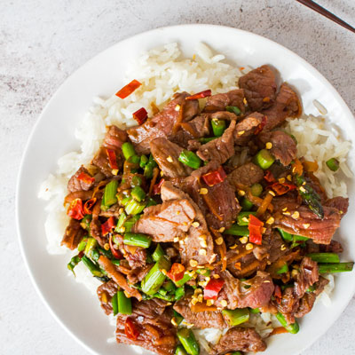 Easy Hunan Beef is a spicy Hunan style beef dish that is stir-fried with thinly cut steak, garlic, and peppers!
