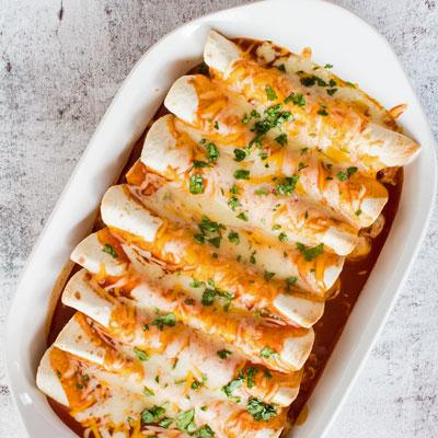 Estas enchiladas de frango com queijo são fáceis de fazer comida reconfortante e jantar favorito da família!