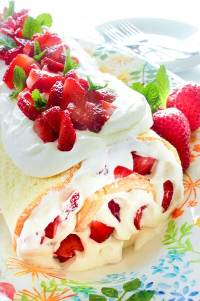 easy strawberry cake roll from Delicious on a Dime