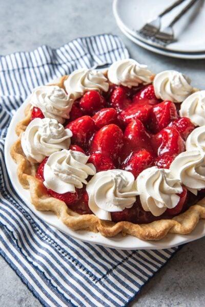 Tarte aux fraises fraîches sans gelée de House of Nash Eats