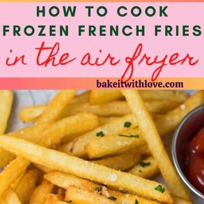 perno alto con due immagini delle patatine fritte congelate dopo la cottura nella friggitrice ad aria.