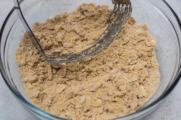 brunt sukker streusel topping til græskar brød.