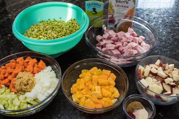 sopa de ingredientes da sopa de chicharos.