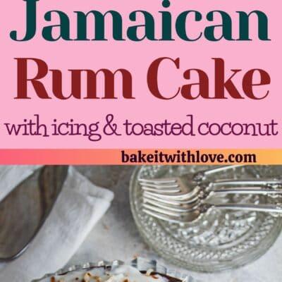 pino alto com duas imagens do bolo de rum jamaicano e divisor de texto.