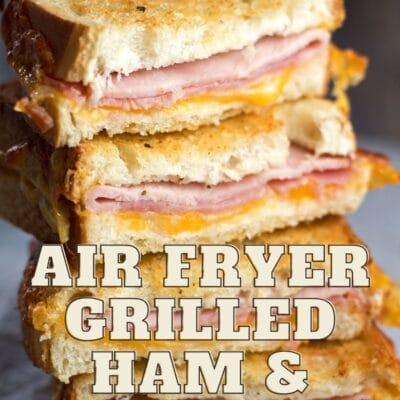 pin dengan gambar closeup sandwich ham panggang dan keju panggang dengan penggorengan udara dengan overlay teks.
