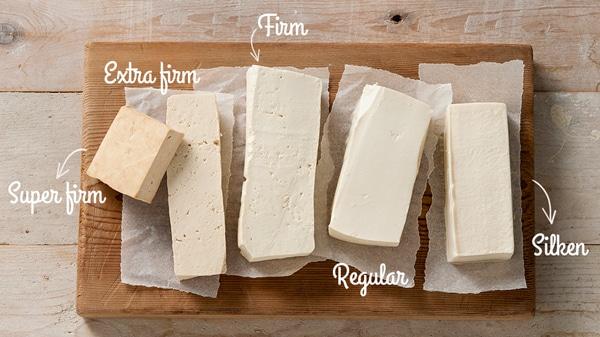 niveles de foto de comparación de firmeza del tofu.