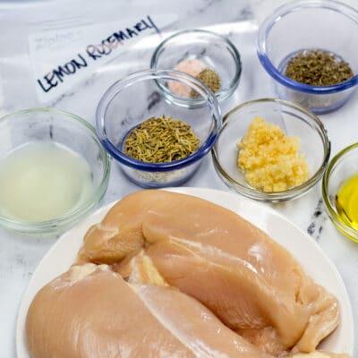 Adobo de pollo con limón y romero
