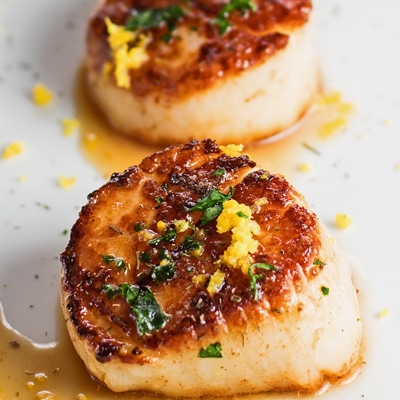 Closeup of the pan seared scallops.