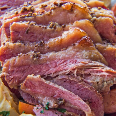 Cena de carne en conserva al horno increíblemente sabrosa