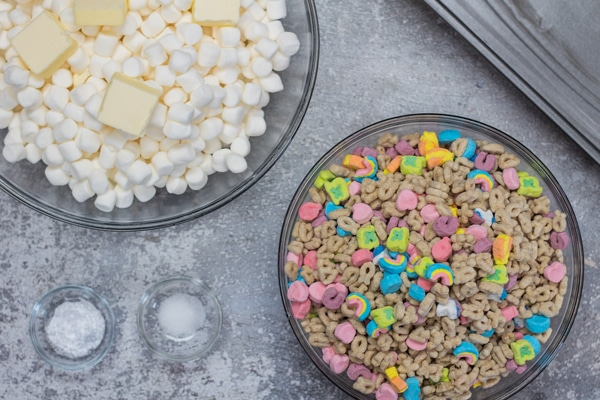 O marshmallow Lucky Charms trata os ingredientes.
