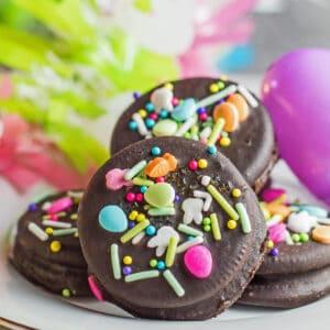 Dekorasi Easter Fudge Covered dan dekorasi Paskah.