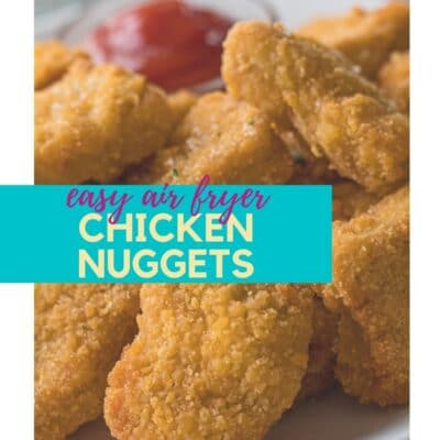 Air Fryer Frozen Chicken Nuggets-speld met tekst-overlay.