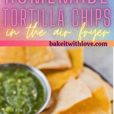 Høj nål med 2 billeder af luftfryser tortilla chips.