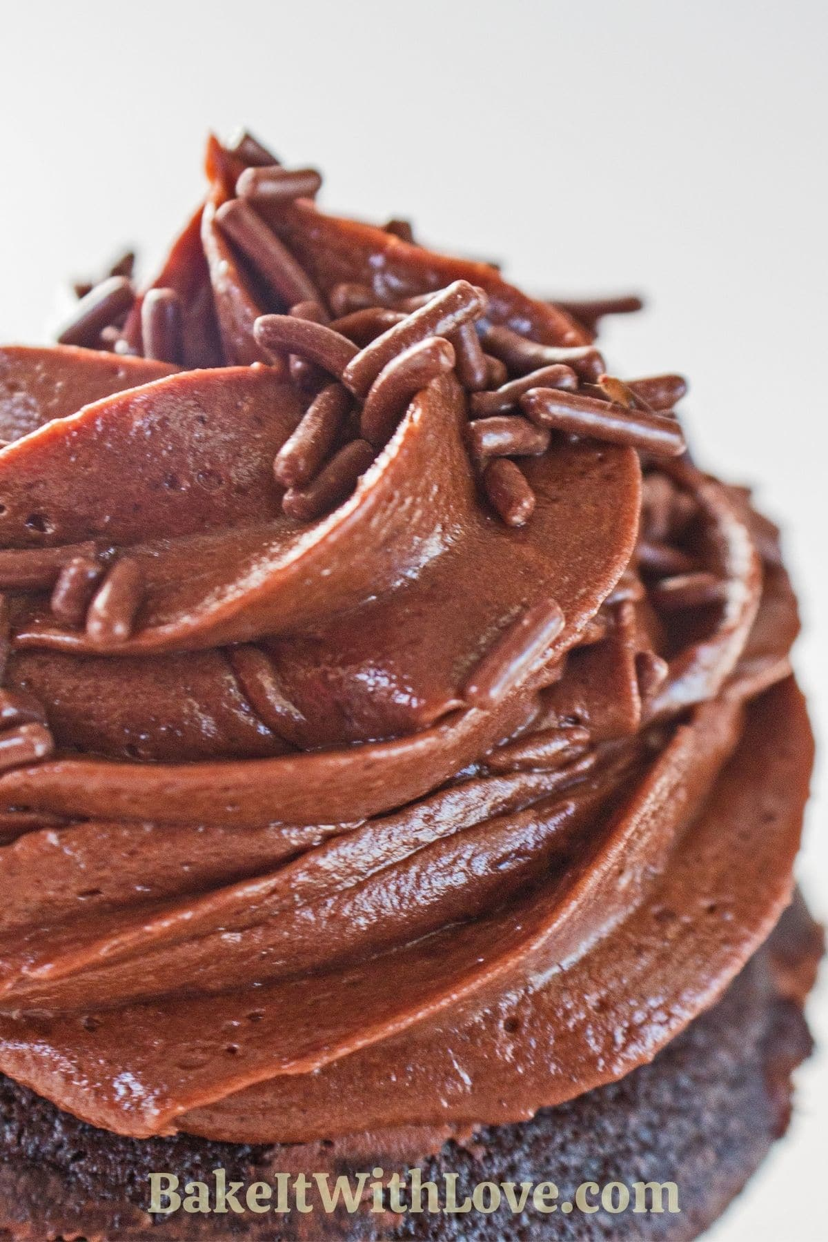 Gambar tinggi closeup frosting buttercream cokelat.