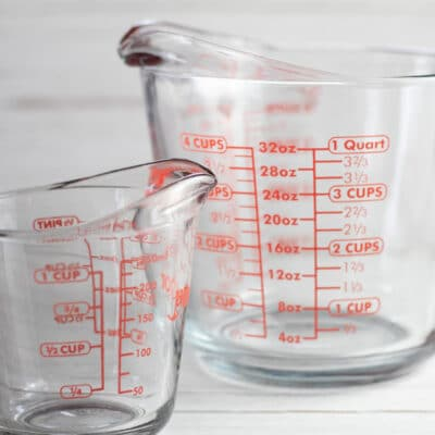 How to convert cups to quarts, showing graduated liquid measuring cups.