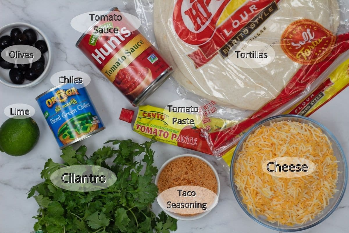 Ingredientes das enchiladas de queijo necessários para fazer as enchiladas e o molho.